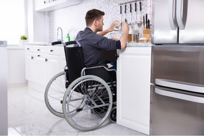 renovation cuisine personne a mobilite reduite